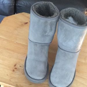UGG Australia gray short boots suede sz 9